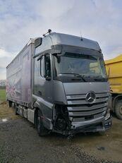 MERCEDES-BENZ ACTROS 2545 camión con lona corredera siniestrado